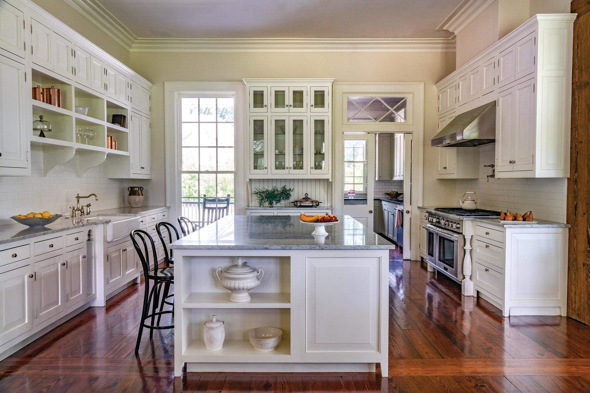 Traditional Farmhouse white kitchen