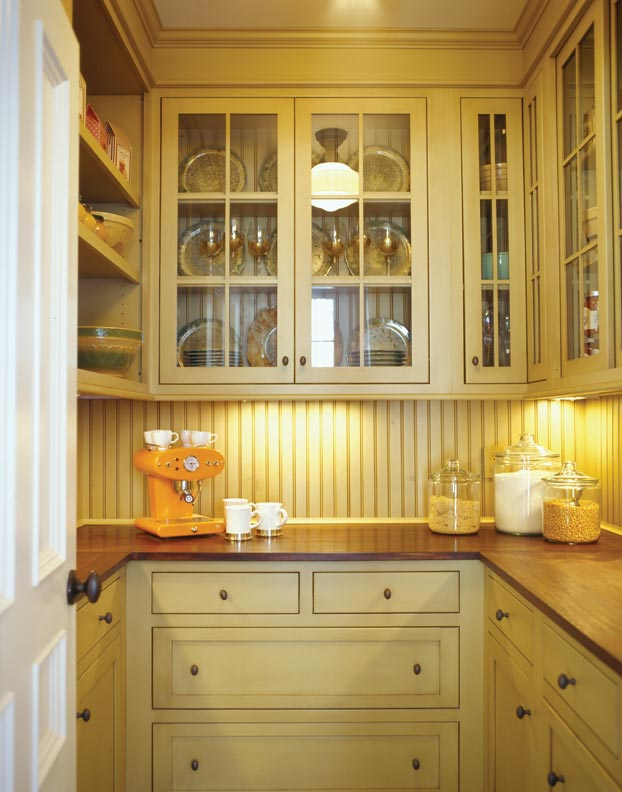 Plain And Fancy Cabinetry, Located In Pennsylvania, Designed This  Traditionally Styled Dish Pantry.