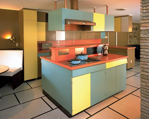 In 1959, Ralph Wilson Sr. (founder of Wilsonart International) built a house to be his residence and laboratory for new uses of laminates, such as the kitchen (above), which uses curved countertops.