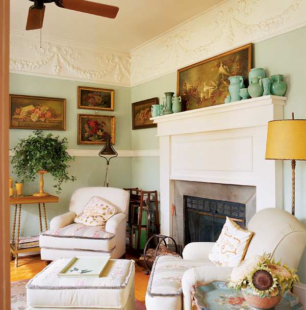 Original bow-and-swag Lincrusta friezes were found under later wall paneling; painted white, they lend a Colonial Revival simplicity to a folk Victorian house with a 1910 addition and 1930s furnishings. (Photo: Gross & Daley)