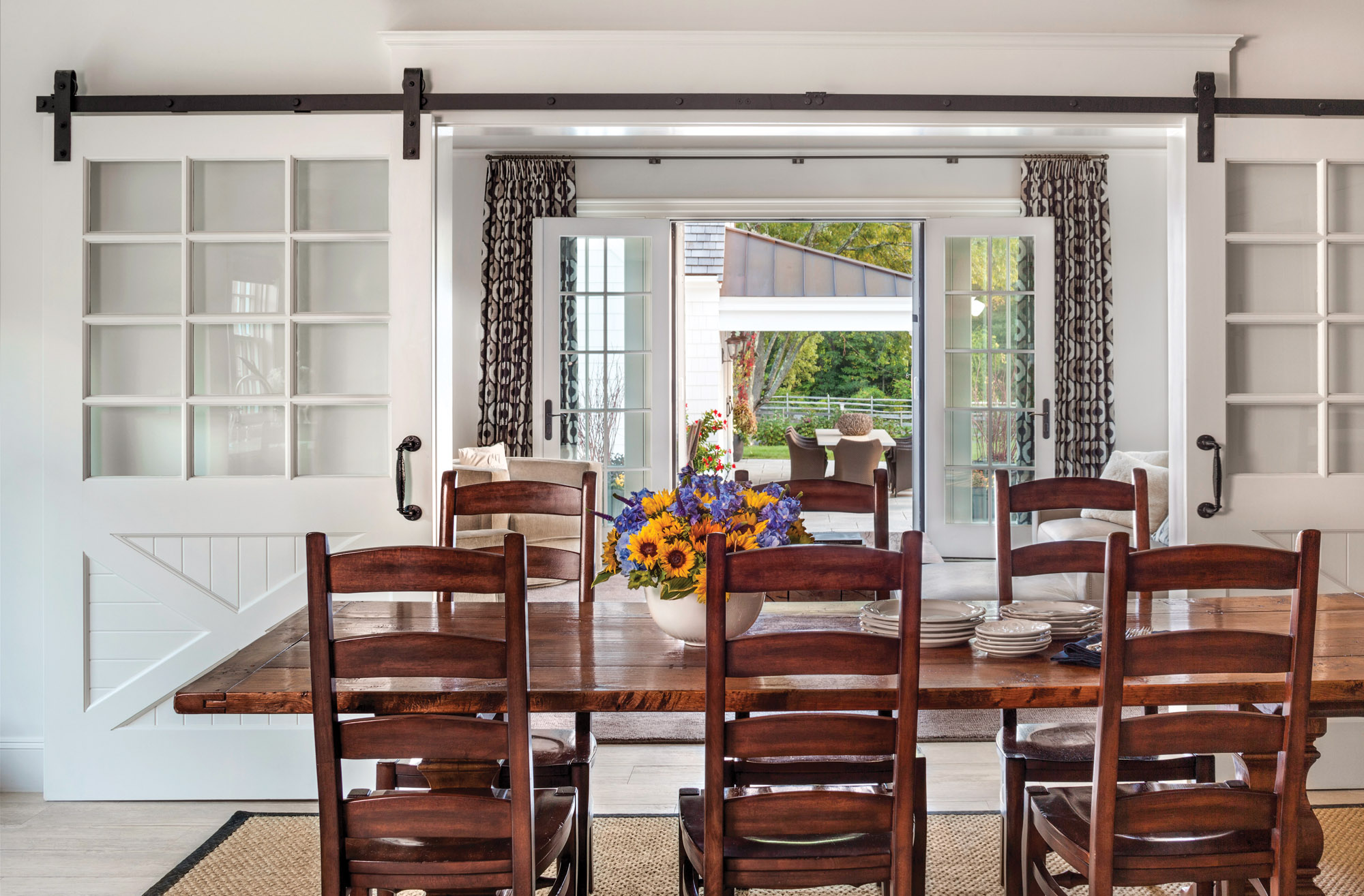 colonial revival farmhouse dining room