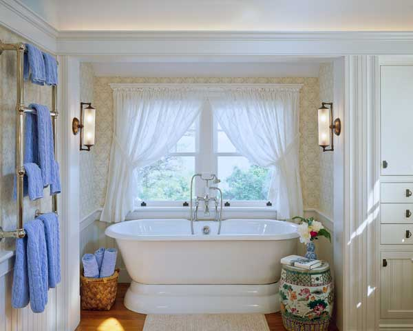 Period-friendly, well-furnished details include wallpaper, a Roman pedestal tub, and built-in storage. (Photo: Brian Vanden Brink)