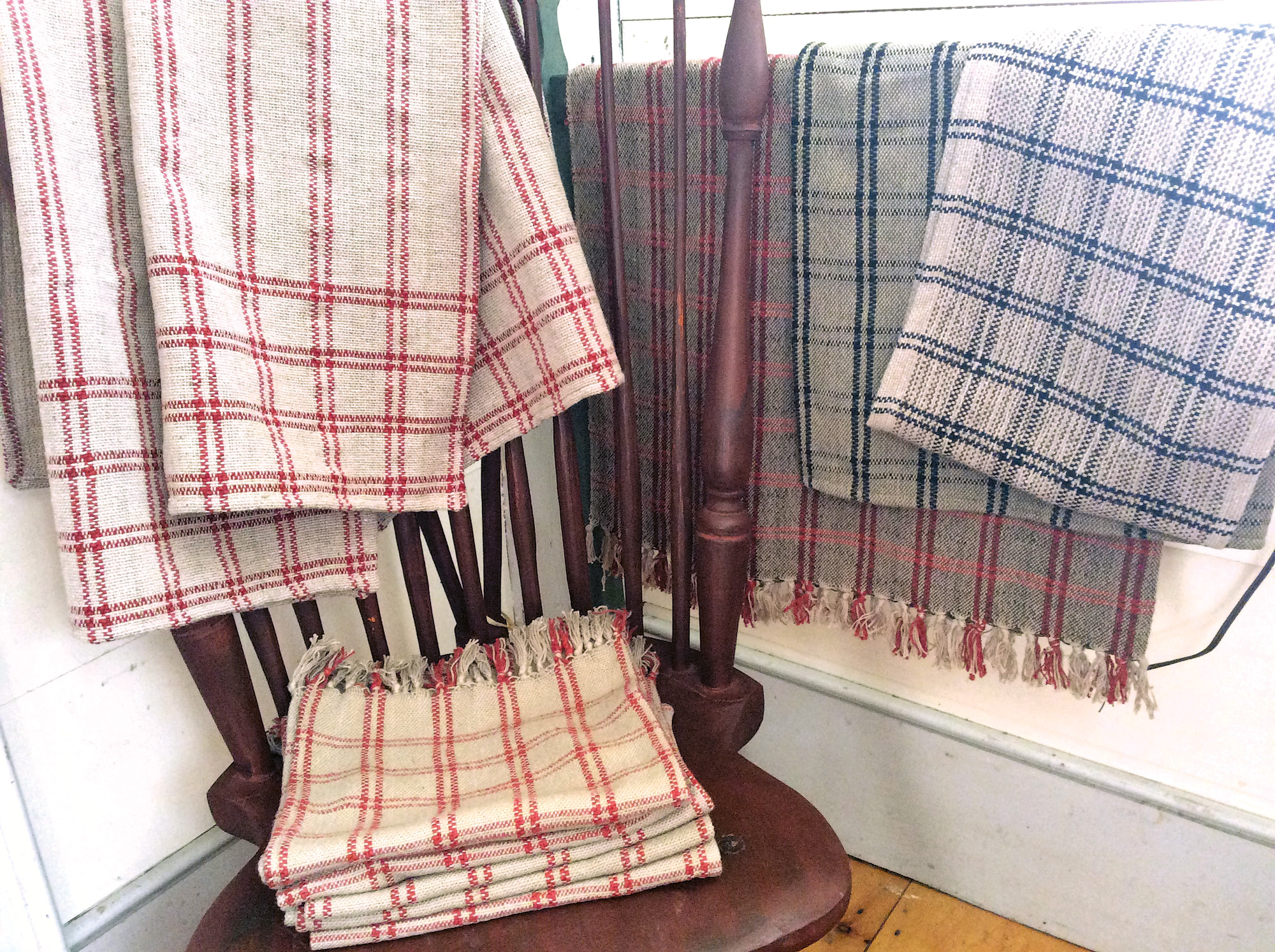 Leck weaves rugs, curtains, table toppers, shawls, bedspreads and throws.