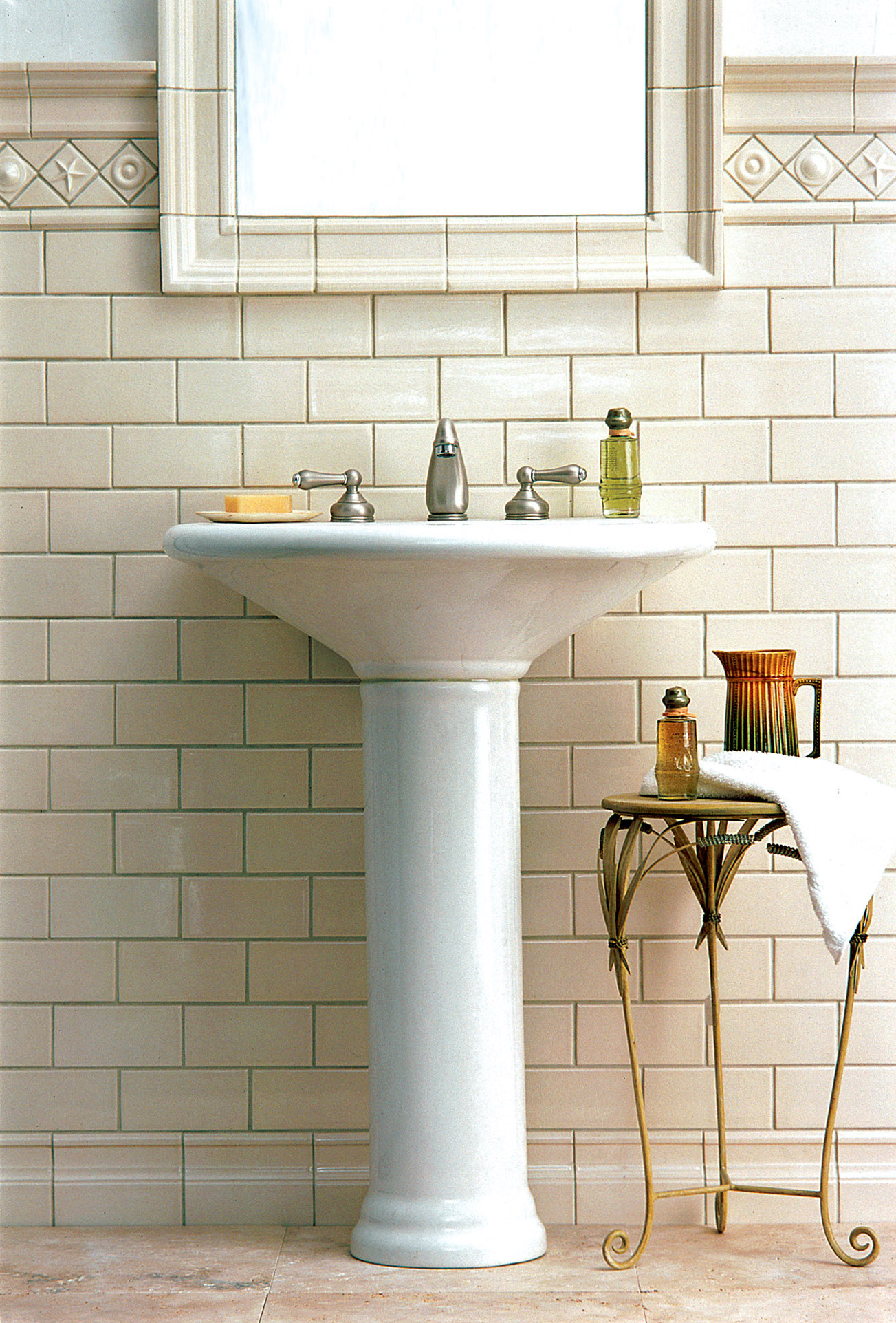 Pratt & Larson's 'Classic Cream' subway tile