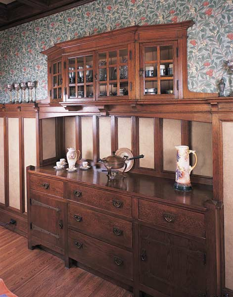 Plans for built-in sideboards such as this were widely available from publishers like William Radford. They faceted bay of the upper cabinet is an idea popular in Europe at the time. (Photo: Linda Svendsen)