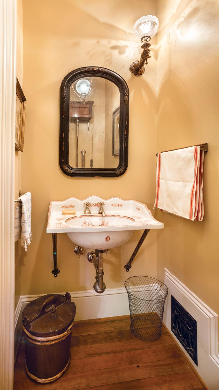 powder room sink, Victorian powder room