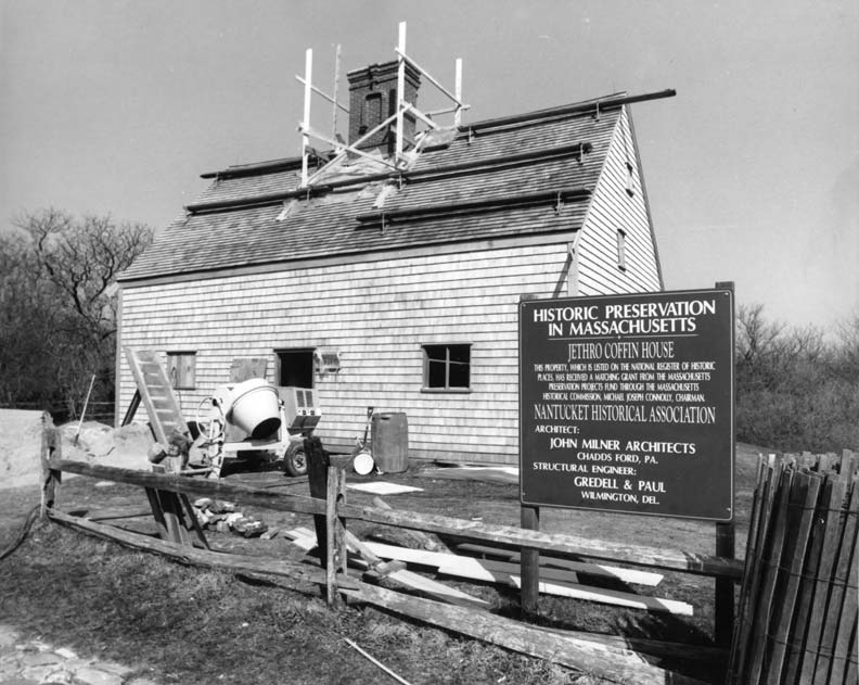 In 1987, lightning struck the Jethro Coffin House (also known as the Oldest House on Nantucket), causing major damage to the roof and threatening the entire structure.