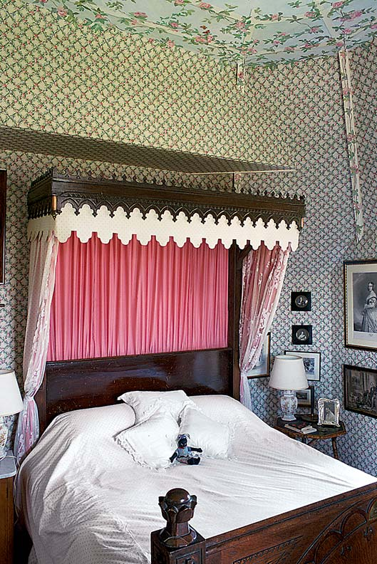 Prince Albert slept in the half-tester bed in 1859.