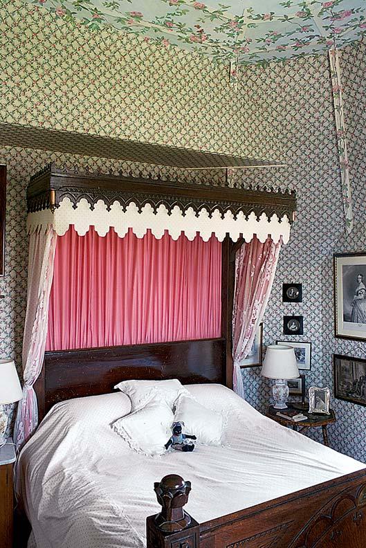 Prince Albert slept in the half-tester bed in 1859.