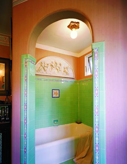 Art Deco light in tub alcove