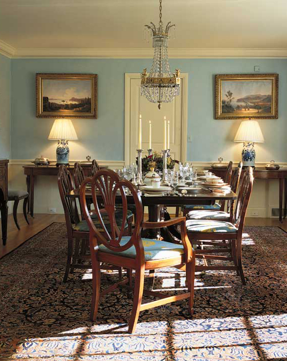 Robin's-egg blue walls in this Colonial Revival were sponged for soft color. (Photo: Jean Kallina)