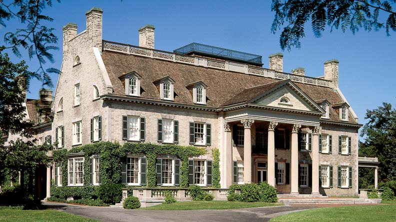 Photography pioneer and Kodak founder George Eastman began building this grand 35,000-square-foot Colonial Revival mansion in 1902; it's now a popular museum.