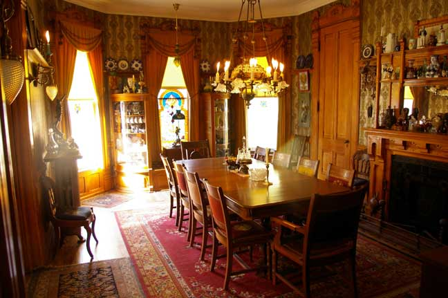 How to decorate round rooms old house restoration for Period dining room ideas