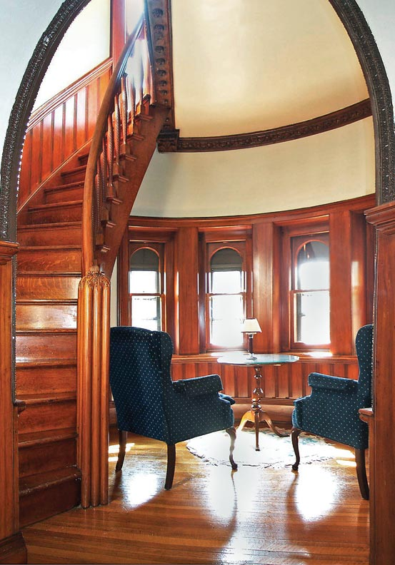 Towers and turrets with a small radius are often built with radial sashes and curved glass.