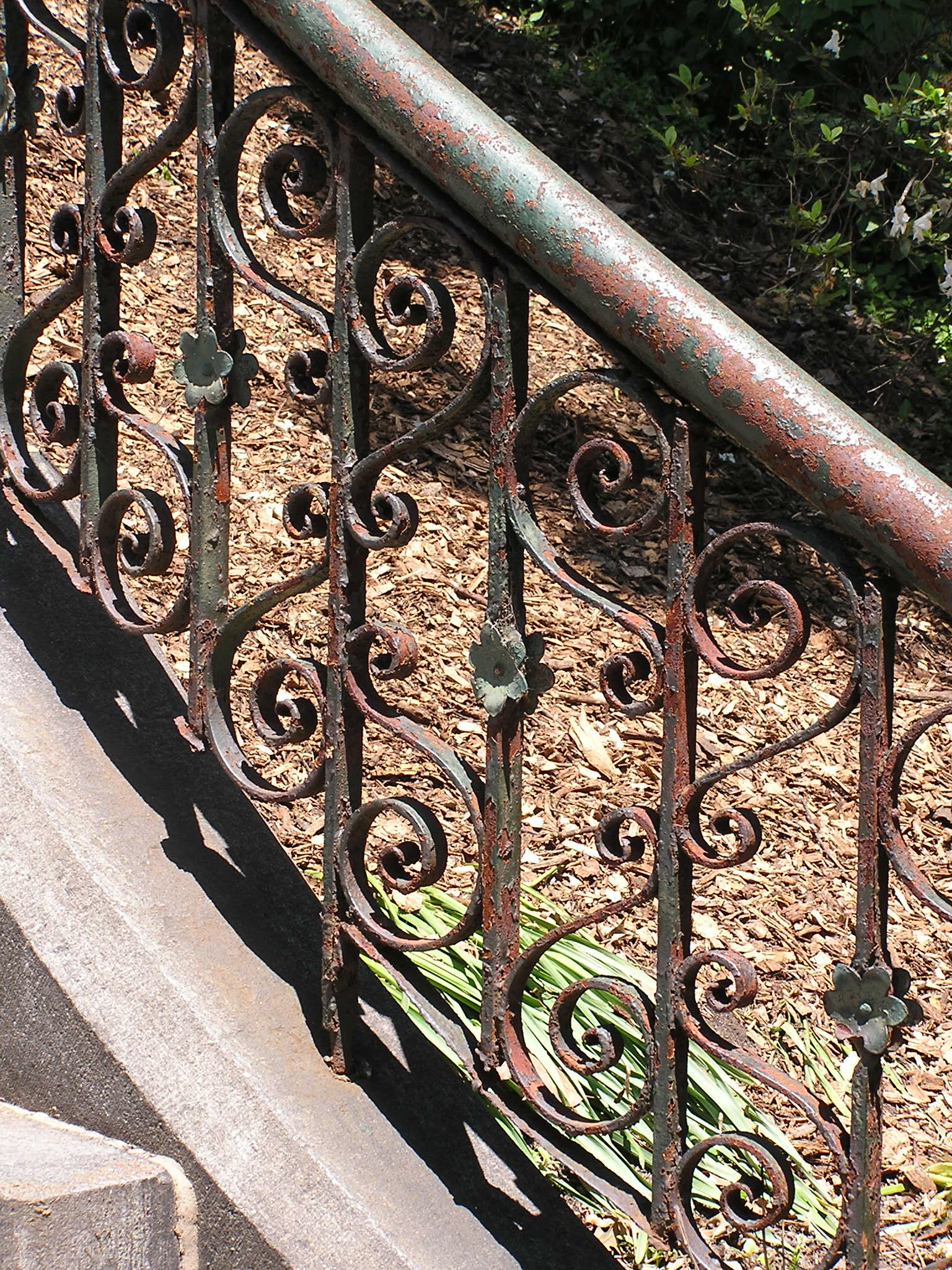 How to Paint a Wrought Iron Fence How to Paint a Wrought Iron Fence new foto