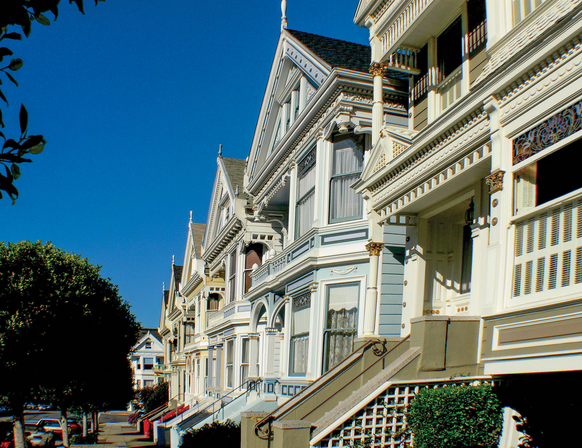 Victorian-era Queen Anne-style row