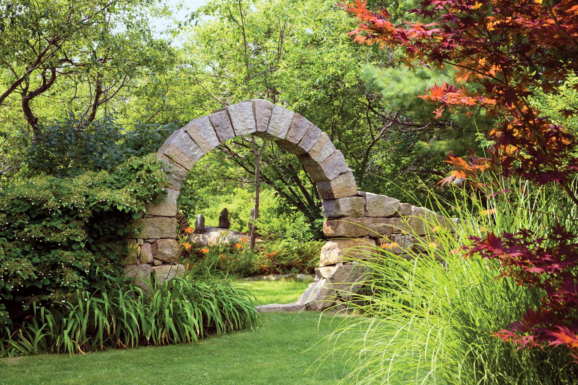 stone moon gate, Araneo garden