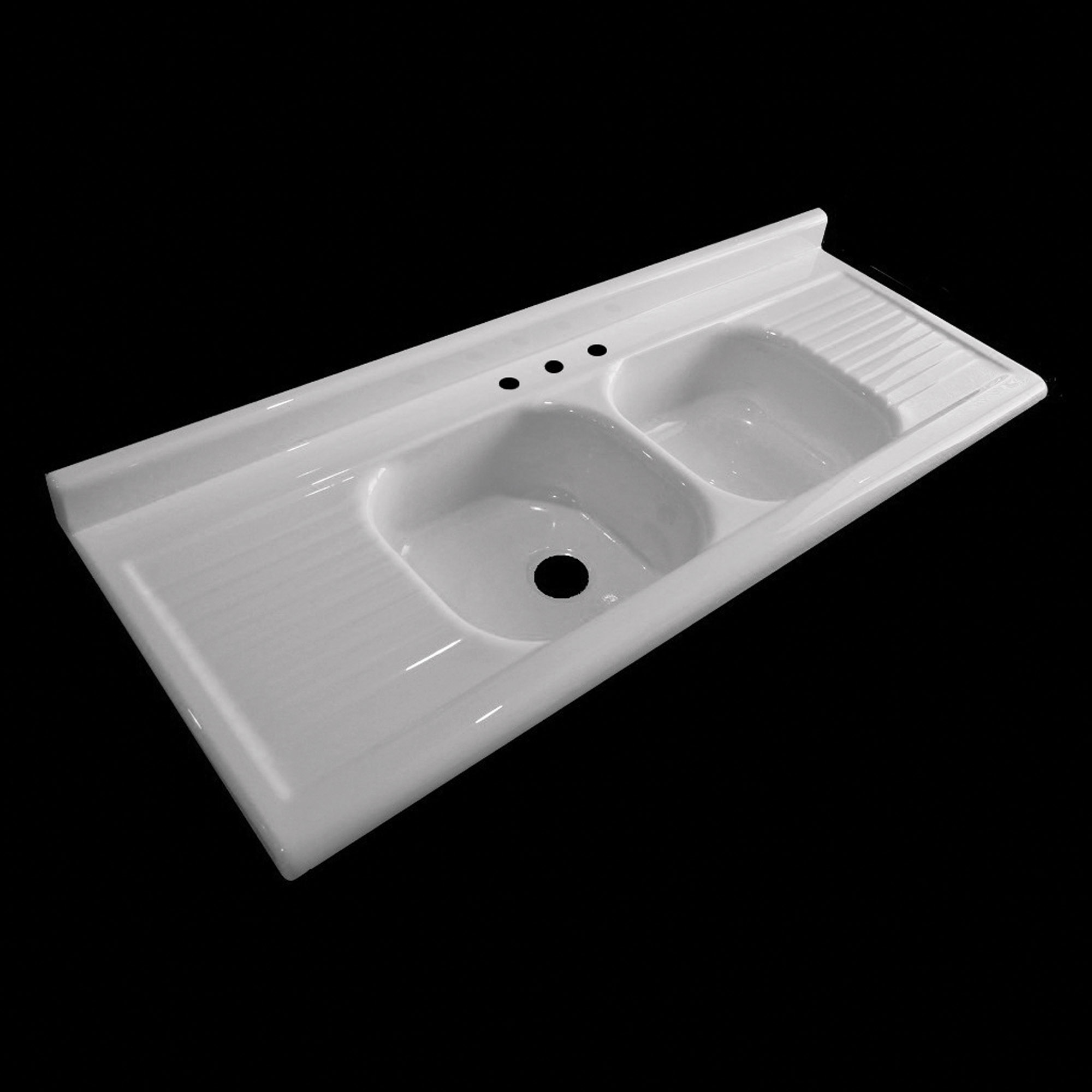 NBI Drainboard Sinks reproduces hard-to-find models, like this 1950s-era double bowl/double drainboard sink.