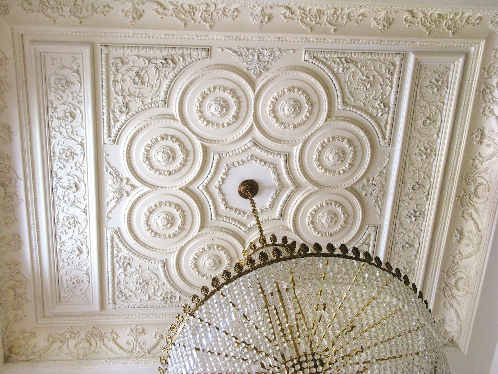Decorative plaster ceiling