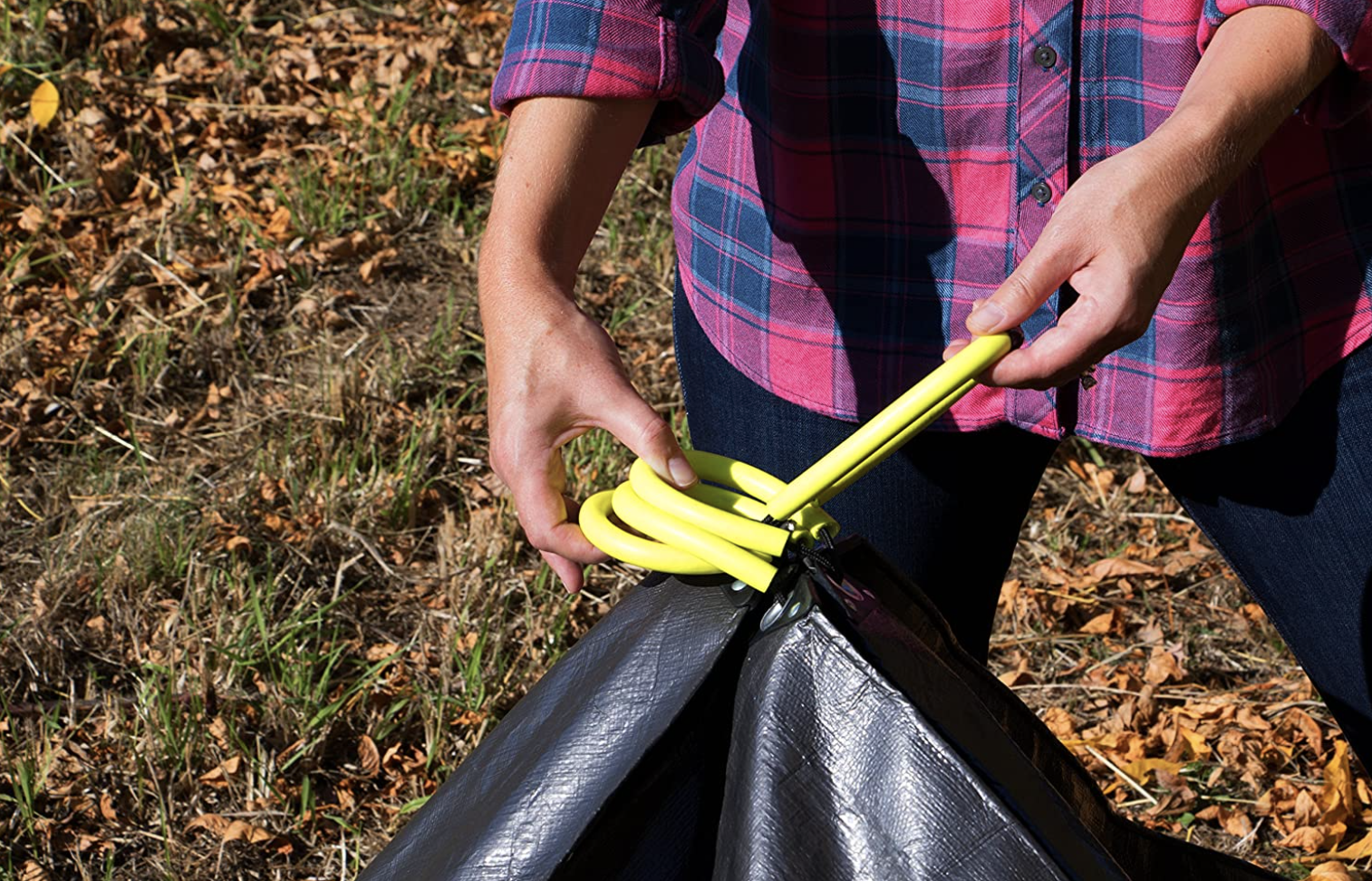 A tarp can make yard work, like raking leaves, go a whole lot smoother. Make cleanup a breeze by adding these tarp handles to help when transporting debris. They even lock together.Find ithere.