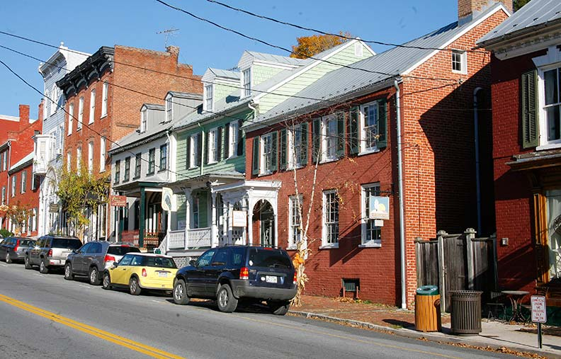 The picturesque downtown is packed with artists and craftsmen, antiques shops, and restaurants, occupying spaces once claimed by millers, tanners, and blacksmiths.