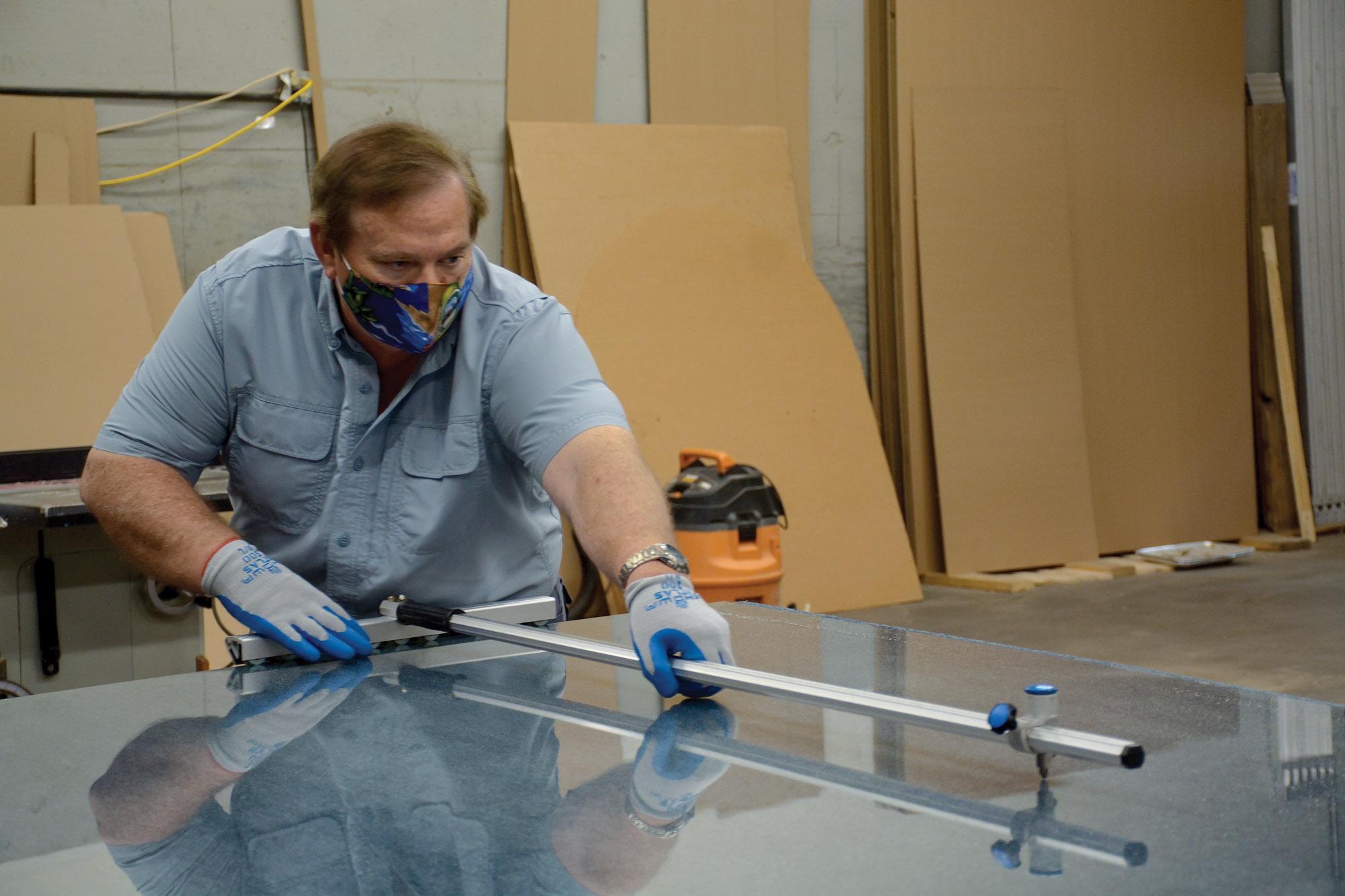 David Degling uses glasscutter