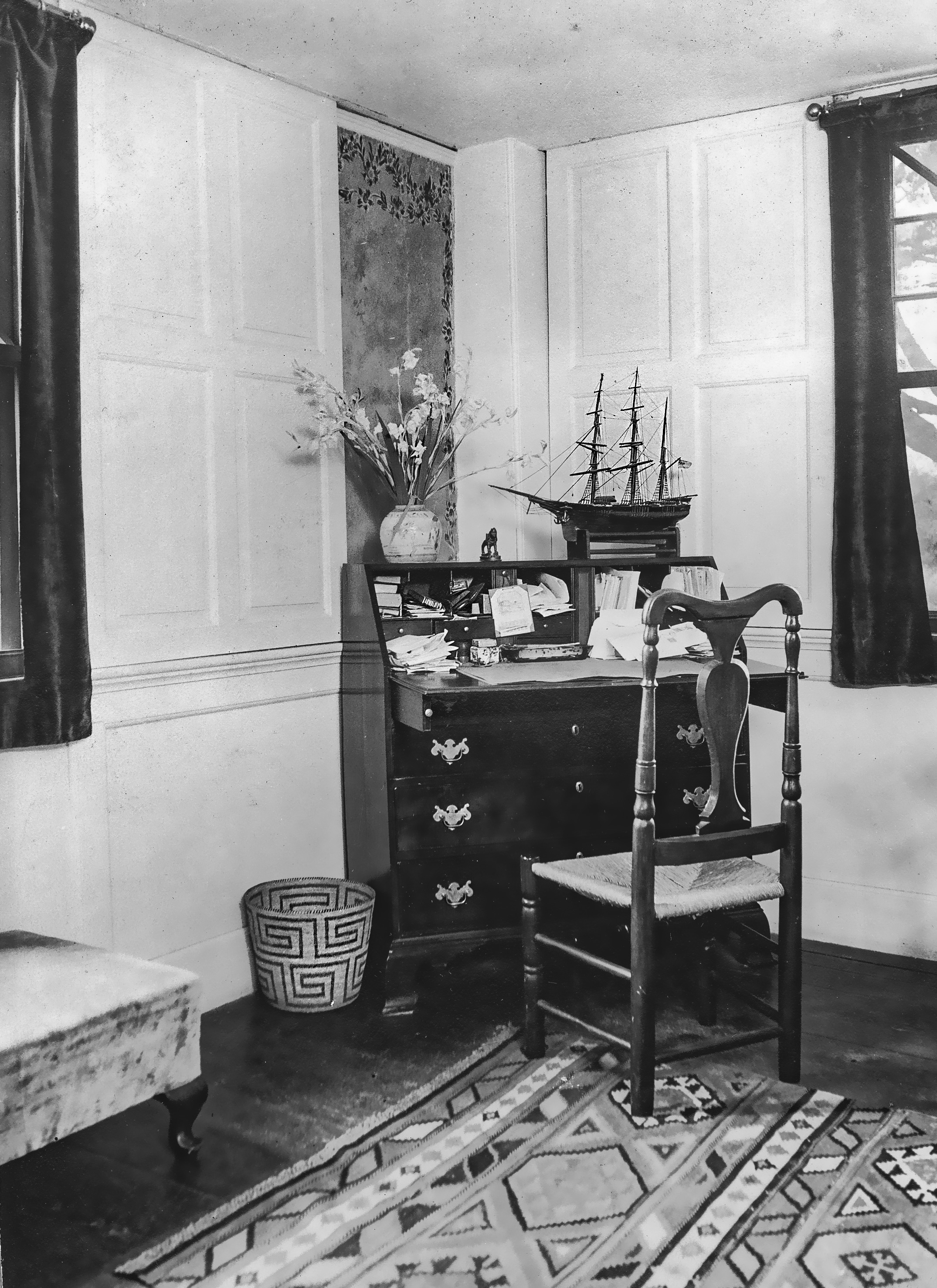 Wade-Tinker house, writing desk