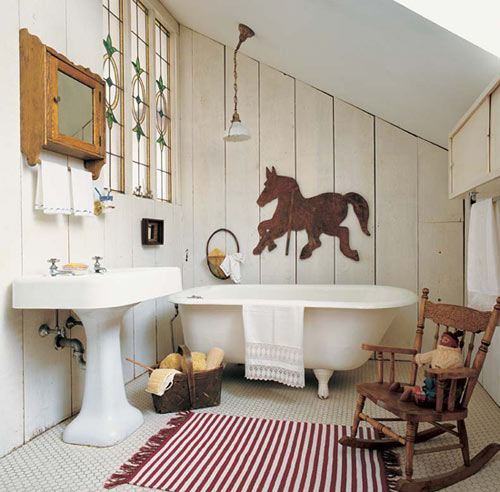 Simple and lighthearted, this country bath has old-fashioned charm.