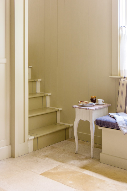 Simple molding profiles are introduced to the back hall.