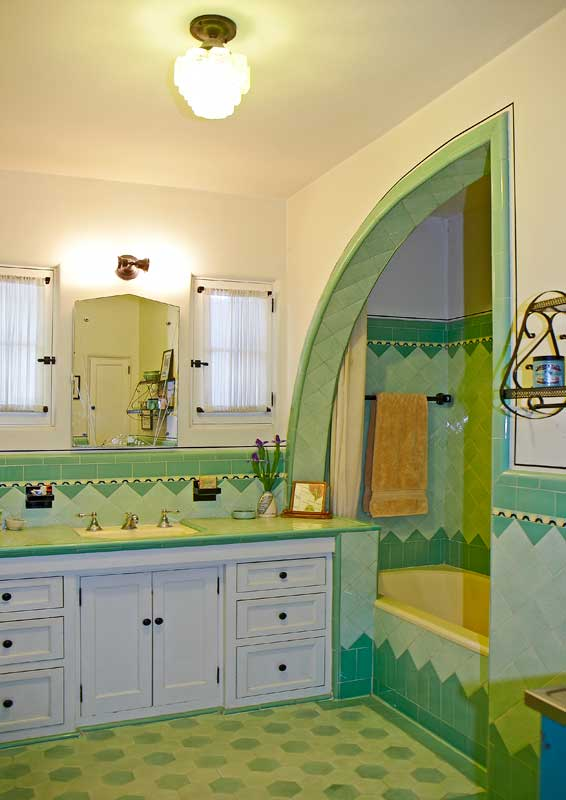 Art Deco bathroom shark's fin shower