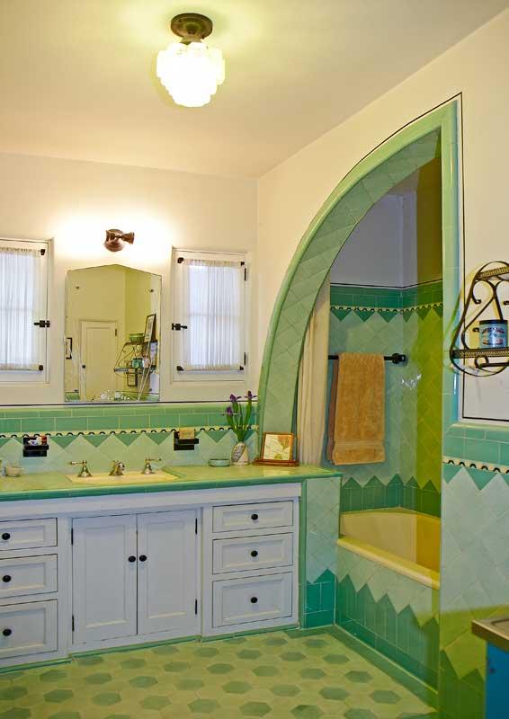 Art Deco bathroom shark's fin shower
