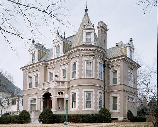 The Chateauesque house in St. Louis is a Beaux Arts beauty with bold classical details. Photo: Alise O'Brien.