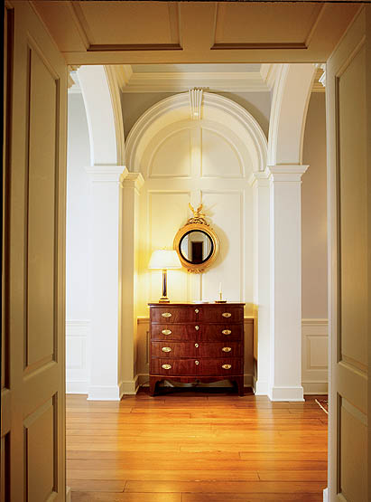 The hallway offers wonderful Georgian arches complete with keystone detailing.