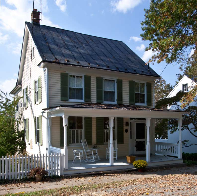 The simple 1906 Merchant House is dressed up with a Folk Victorian-style front porch. (Photo: Nathan Winter)