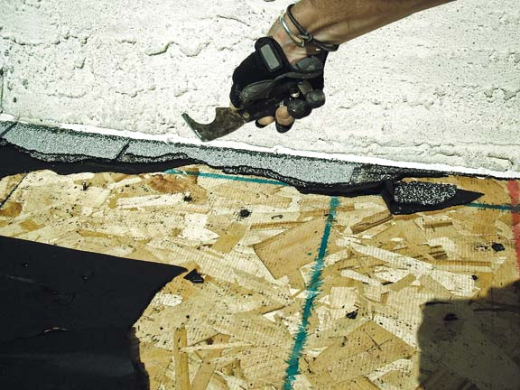 Using 5-in-1 tool on roofing