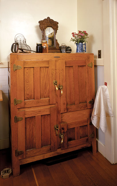 Iceboxes were typically made of oak and lined with zinc. When gas and electric refrigerators became more readily available for the average homeowner in the 1920s, the ice industry nearly collapsed.
