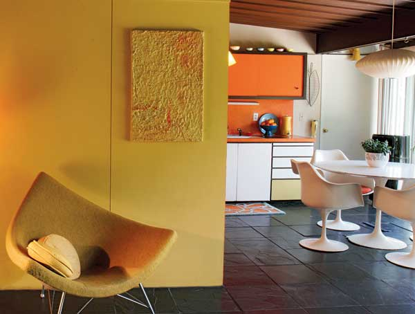 Walls in high-style mid-century homes often were treated to greens that tended toward acid, or tangerine with a pinkish cast. Both pop against whites and the dark stone floors. (Photo: Jim Brown)