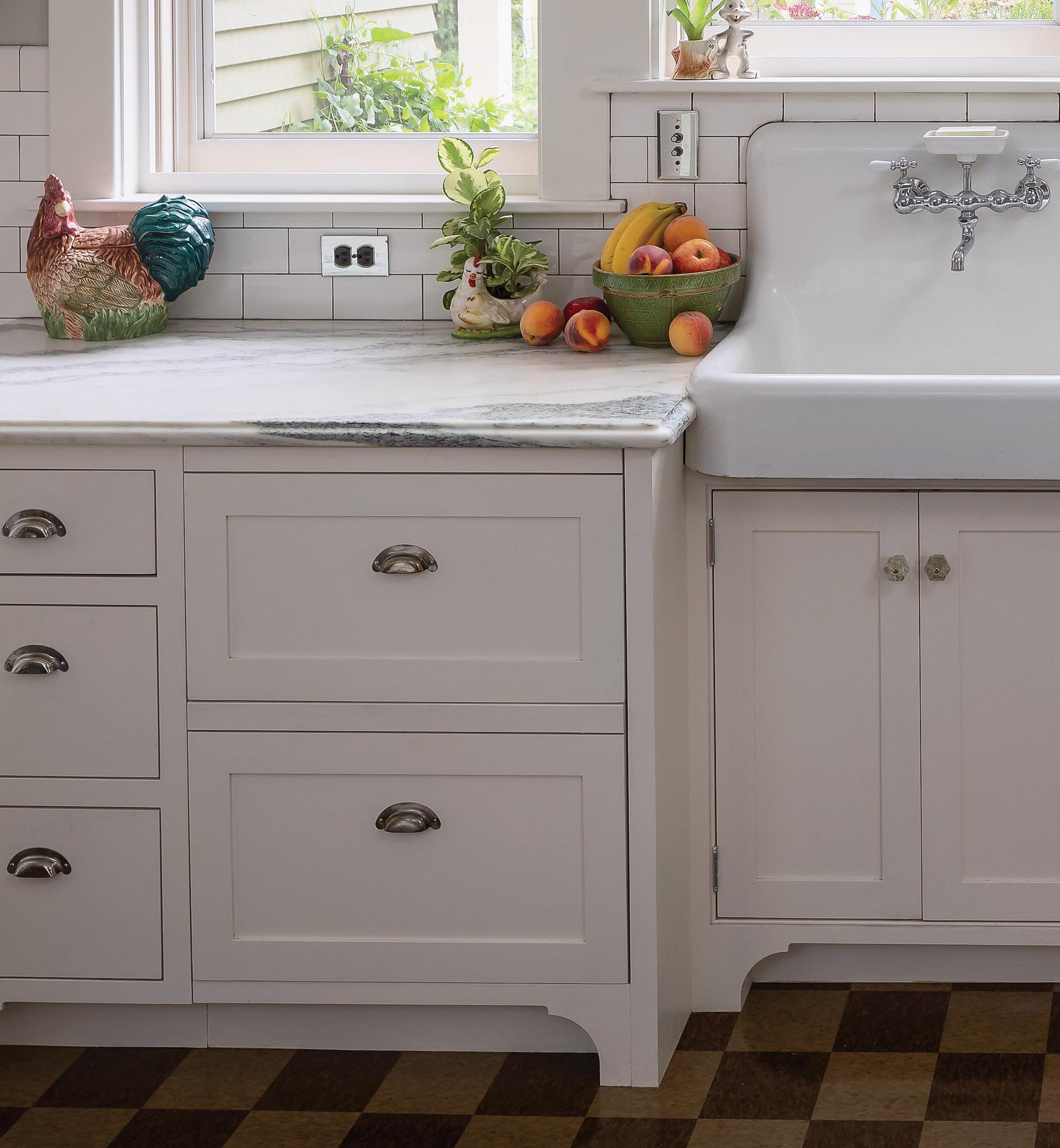 white kitchen, deep drawers